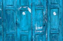 Un fondo astratto di due vecchie porte verdi dipinte della pittura Immagine Stock