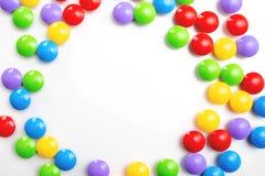 Un fondo brillante multicolor del marco hecho de los juguetes de los ni?os Espacio para el texto fotos de archivo libres de regalías