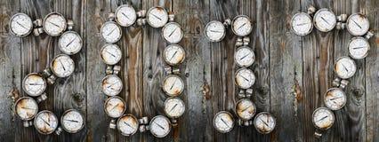 un fondo da 2017 nuovi anni, segno 2017 dagli strumenti o dalle attrezzature su fondo di legno, idea del nuovo anno del pezzo di  Fotografie Stock