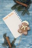 Un fondo de madera azul de la Navidad con las decoraciones Fotos de archivo libres de regalías
