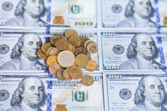 Un fondo di 100 banconote in dollari Fotografie Stock