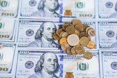 Un fondo di 100 banconote in dollari Immagini Stock Libere da Diritti