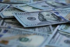 Un fondo di 100 banconote in dollari Immagine Stock Libera da Diritti