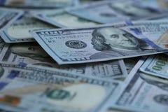 Un fondo di 100 banconote in dollari Fotografia Stock Libera da Diritti