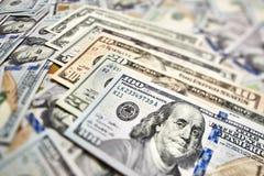 Un fondo di 100 banconote in dollari Americano dei soldi cento Bi del dollaro Fotografie Stock