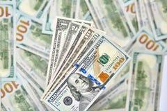 Un fondo di 100 banconote in dollari Americano dei soldi cento Bi del dollaro Immagine Stock Libera da Diritti