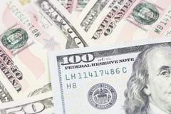 Un fondo di cento banconote in dollari Fotografia Stock Libera da Diritti