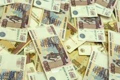 Un fondo di cinque centesime fatture di migliaia russe delle banconote fotografia stock libera da diritti