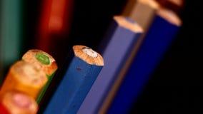 Un fondo di un colore differente laterale disegna a matita sopra stock footage