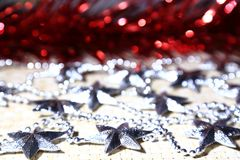 Un fondo festivo per il Natale ed il nuovo anno con lamé e Immagini Stock