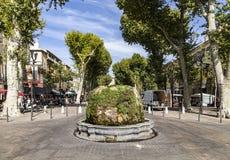 Un fontain di nove cannoni in Aix en Provence Fotografie Stock
