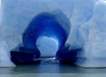 Un foro in un iceberg nel Patagonia Fotografia Stock Libera da Diritti