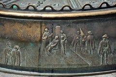 Un fragment d'un bas-relief sur la place de maire de plaza à Madrid Photos stock