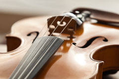 Un fragment d'un violon Photo stock