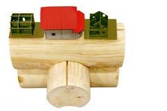 Un fragmento de la conexión de los registros redondos usados en la construcción de casas de madera Foto de archivo libre de regalías