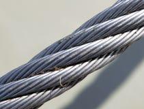 Un fragmento de una cuerda de remolque del metal Foto de archivo libre de regalías