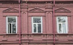 Un fragmento de una fachada del edificio viejo Foto de archivo libre de regalías