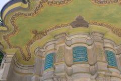 Un fragmento de una mezquita antigua con los modelos árabes tradicionales en el centro de Estambul Fotos de archivo