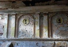 Un fragmento de una pared en el edificio abandonado del cin anterior Imagen de archivo