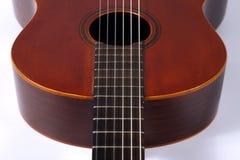 Un frammento del primo piano classico della chitarra Fotografia Stock