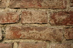 Un frammento di muro di mattoni molto vecchio Fotografia Stock Libera da Diritti