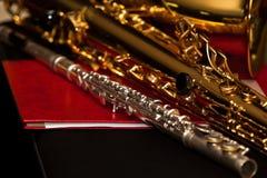 Un frammento di una flauto e di un sassofono Immagini Stock