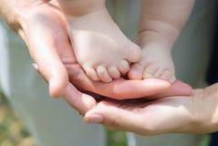 Un frammento di una gamba dei bambini Immagini Stock Libere da Diritti