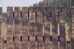 Un frammento di una rete fissa di legno fotografia stock
