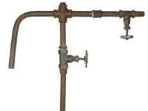 Un frammento di vecchio condotto dell'acqua Fotografia Stock