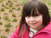 Un fronte di una ragazza con un sorriso misterioso fotografia stock