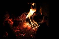 Un fuego en la chimenea Foto de archivo libre de regalías