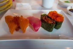 Un ful del piatto dei sushi fotografia stock libera da diritti