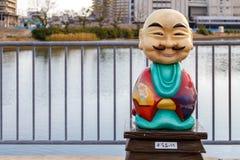 Un fumetto gradisce la statua del monaco buddista Fotografia Stock Libera da Diritti