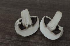 Un fungo tagliato a metà Immagini Stock