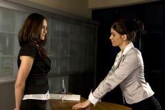 Un funzionamento delle due donne Immagini Stock