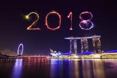 Un fuoco d'artificio da 2018 buoni anni con paesaggio urbano di Singapore alla notte Fotografie Stock Libere da Diritti