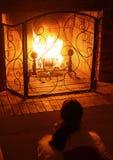 Un fuoco nel camino Fotografia Stock Libera da Diritti