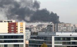 Un fuoco nella città immagini stock libere da diritti