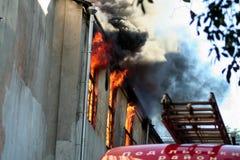 Un fuoco in un magazzino a 108 Frolovska Fotografie Stock Libere da Diritti