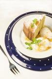 Un gâteau fait de farine de maïs sur le plat Images libres de droits