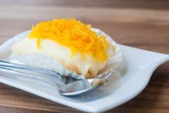 Un gâteau savoureux de crêpe a complété avec la lanière de Foi qui est T très populaire photo libre de droits