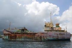 Un ` général abandonné d'Anina de ` de cargo ont construit 1970 et un gauche pour se rouiller dans la baie du ` s Grenada de St G Images libres de droits