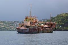 Un ` général abandonné d'Anina de ` de cargo ont construit 1970 et un gauche pour se rouiller dans la baie du ` s Grenada de St G Image stock