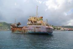 Un ` général abandonné d'Anina de ` de cargo ont construit 1970 et un gauche pour se rouiller dans la baie du ` s Grenada de St G Photos libres de droits
