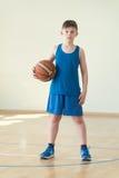 Un garçon avec la boule Photo libre de droits