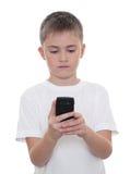 Un garçon avec un téléphone portable Photos libres de droits