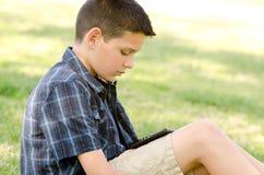 Enfant avec le comprimé Images libres de droits