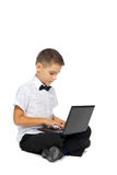 Un garçon et un ordinateur portable Images libres de droits