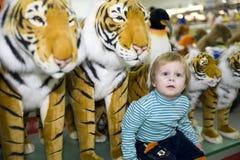 Un garçon et un tigre Image libre de droits