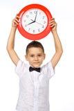 Un garçon et une horloge Photo libre de droits